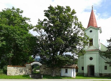 Kostel sv. Anny v Pěkné (2016)...