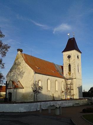 Kostel Nanebevzetí Panny Marie v Dubném, kdebyl pokřtěn