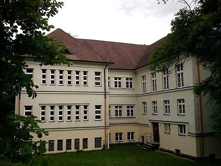 Budova školy v roce 2011