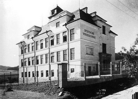 Německá obecná škola ve Větřní z roku 1928, do které chodil...