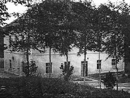Zvonková v roce 1964 - kostel, fara a škola