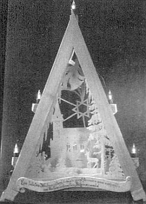 Jeho rukama vznikl i tento pyramidový vánoční svícen se siluetou kostela veZvonkové