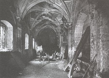 Zlatokorunská křížová chodba na přelomu 19. a 20. století...