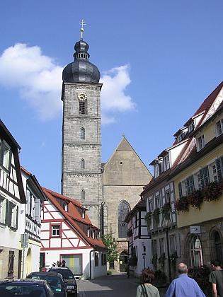 Znak města Forchheim, kde zemřel a je pochován, se dvěma stříbrnými pstruhy se zlatými ploutvemi a ocasem a místní kostel sv. Martina
