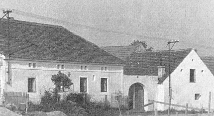 Rodný dům v Kamenné v šedesátých letech 20. století...