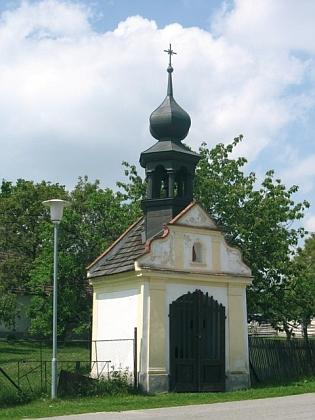 Kaplička v Kamenné, opravená roku 1995