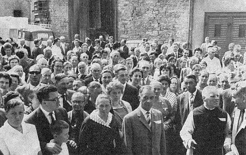 Tady je zachycen vpředu druhý zprava roku 1962 s krajany o pouti k Marii Utěšitelce v Sinsheimu
