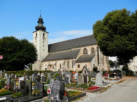 Bazilika sv. Vavřince v Enns se hřbitovem, kde je pohřbena