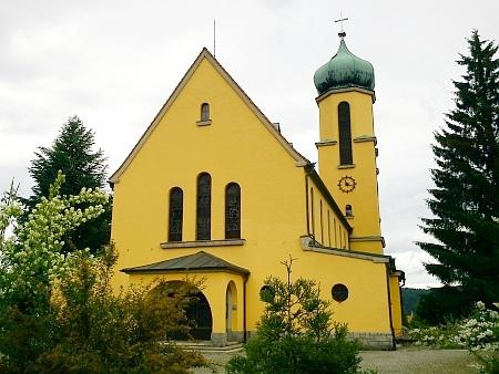 Farni kostel sv. Jana Nepomuckého ve Větřní