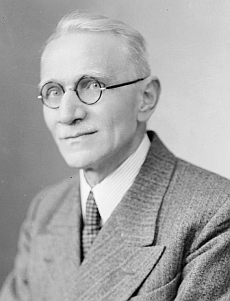 Tento snímek ze Seidelova fotoateliéru z 15. března 1940 je psán na jméno Franz Kaiser, Krummau
