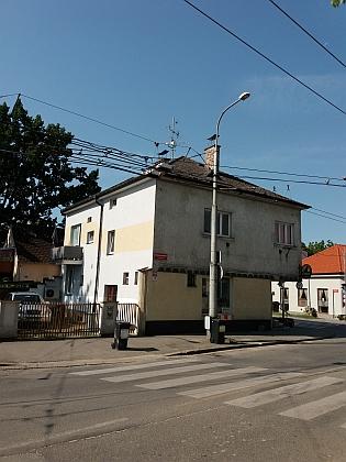 Dům čp. 10 v českobudějovické Dobrovodské ulici na snímku zroku 2019