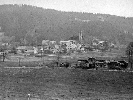 Podobný pohled na Rychnůvek někdy v polovině padesátých let 20. století