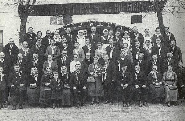 Svatba jejích rodičů v Polné na Šumavě roku 1932