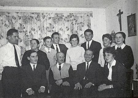 Roku 1959 je rodina zachycena už v nově postaveném vlastním domě