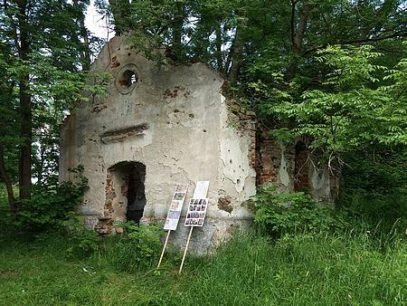 Hned vedle stojící velká kaple