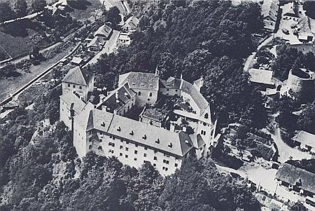 Vimperský zámek s Haselburgem vpravo z ptačí perspektivy