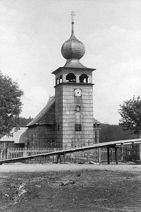 Stará podoba kostela sv. Štěpána v Kvildě, než roku 1889 vyhořel a v letech 1892-1894 byl znovuvybudován do dnešní podoby (viz i Franz Reinisch)