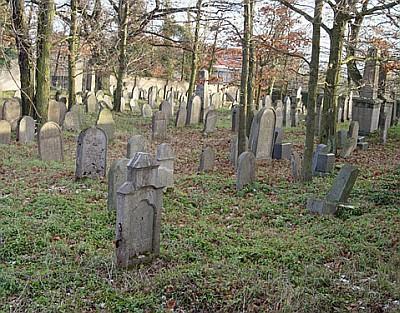 ... novější snímek dobříšského židovského hřbitova