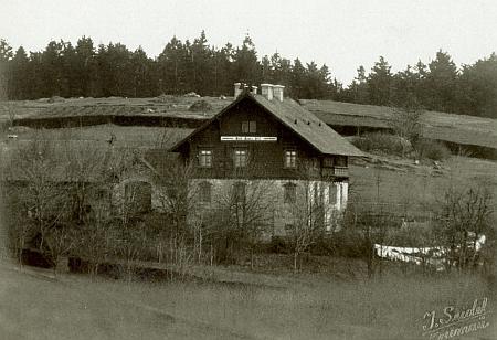 Schwarzenberská lovecká chata ve Svatém Tomáši na snímku Josefa Seidela