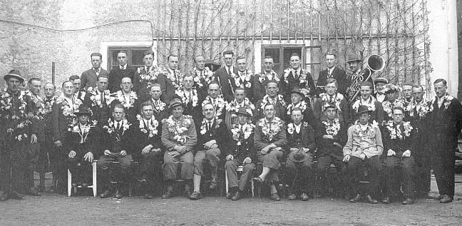 Odveden 1939 k německému wehrmachtu (ve druhé řadě prvý zprava)