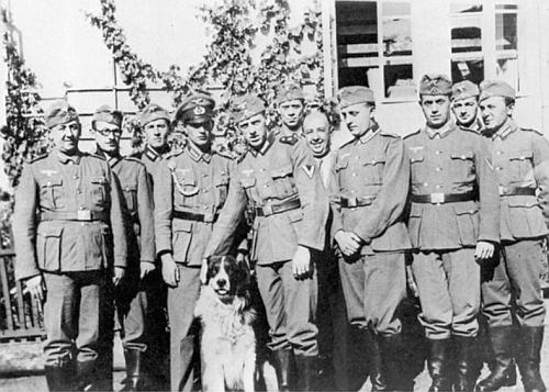 Mohl by to být on, kdo je na výčtu prvních odvedenců k wehrmachtu roku 1939 ve Vimperku zcela napravo stojící uveden jménem Johann Kasparek