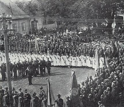 Nástup spolků k nýrské slavnosti v roce 1912 (viz i Heinrich Tschida