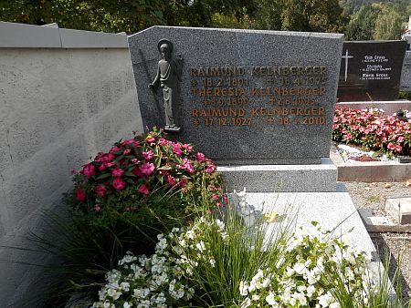 Hrob na hřbitově v Röhrnbachu