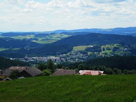 Pohled přes osadu Hörleinsödt na Haslach