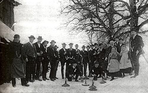 Metaná v Rožnově roku 1910: prvý zleva tu stojí jeden ze Stifterových synovců Rudolf Hehenberger