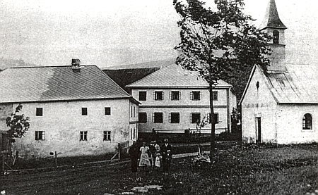 Střed zaniklého Rožnova s návesní kaplí