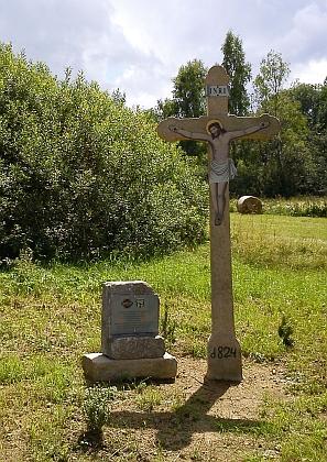 Kříž u cesty z Pasečné do Rožnova byl nalezen poničený v příkopu