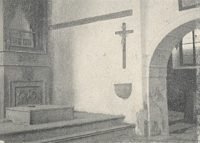 Oltář kaple sv. Anny a její malé varhany...