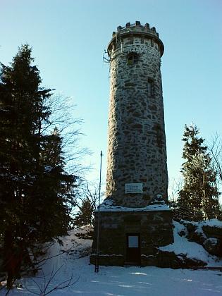 Rozhledna na hoře Sternstein blízko Bad Leonfeldenu a nápis na ní