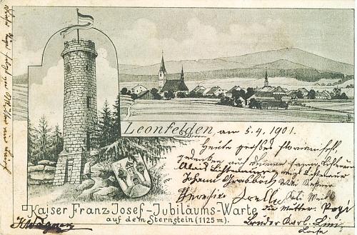 Stará pohlednice z Leonfeldenu s kresbou rozhledny