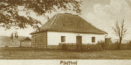 Někdejší fara a lesovna na Knížecích Pláních, jak je zvěčnily staré pohlednice
