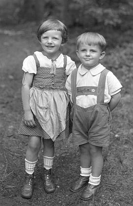 Se sestřičkou Gertrud na Seidelově snímku zčervna1929