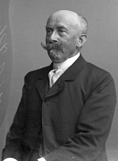 Snímek fotoateliéru Seidel z 29. června 1904 mohl být předlohou jeho barevného portrétu