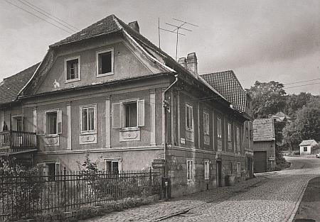 Dnes již zbořený dům čp. 140 na Špičáku - Franz Khemeter zde strávil poslední léta života, na přelomu 19. a 20. století dům patřil JUDr.FranziBüchsemu, který je nechal upravit do této podoby