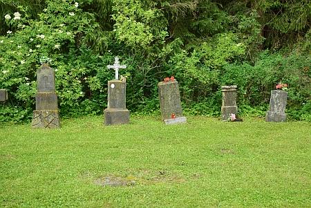 Pietně upravený cudrovický hřbitov