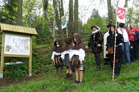 Snímek z otevření Hornické naučné stezky u Albrechtovic