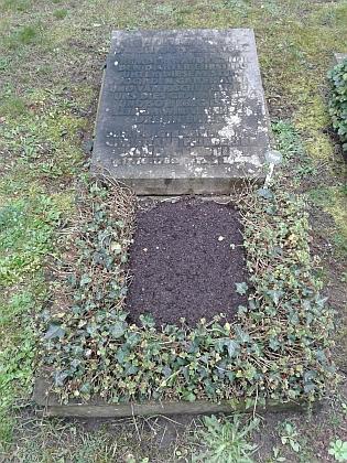 Hrob Johanna Friedricha Kinda na drážďanském hřbitově Trinitatisfriedhof...
