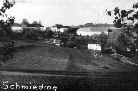 Vzácný snímek rodných Kovářovic, kde je číslem 4 označeno iKitzbergerových stavení