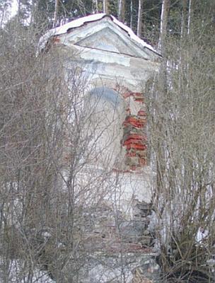 Kaple v Provodicích blízko Čertova mlýna zarůstá v houštině