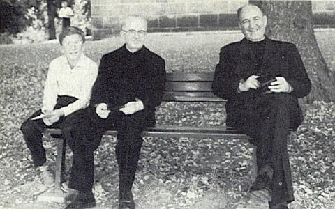 S Josefem Dichtlem a jeho prasynovcem je on ten uprostřed