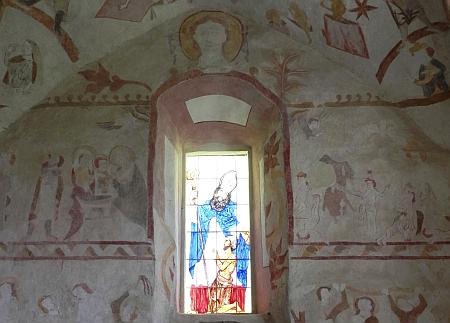 Okno se zpodobením patrona kostela...