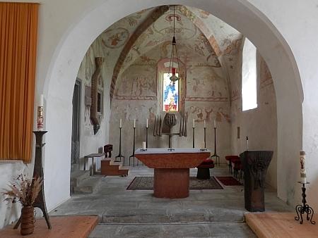 ... a jeho interiér se vzácnými gotickými freskami