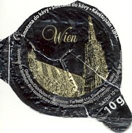 """""""Stephansdom"""" a """"užitá grafika"""": smetana do kávy, (kterou mimochodem vypil právě autor Kohoutího kříže) a poštovní známka, vydaná upříležitosti vídeňské mezinárodní výstavy poštovních známek v roce 2008"""