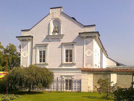 Farní kostel sv. Bartoloměje a fara ve Vyšším Brodě