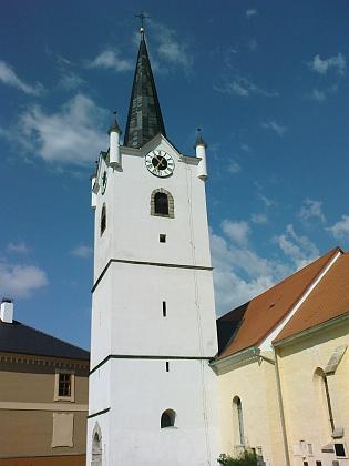Fara a kostel v Malšíně, kde působil jako kaplan