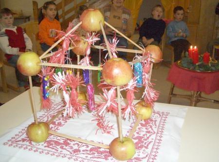 """""""Apfelhaus"""" je adventní zvyk ze Šumavy, který přinesla vnukům i jiným dětem z vlastní rodinné tradice"""